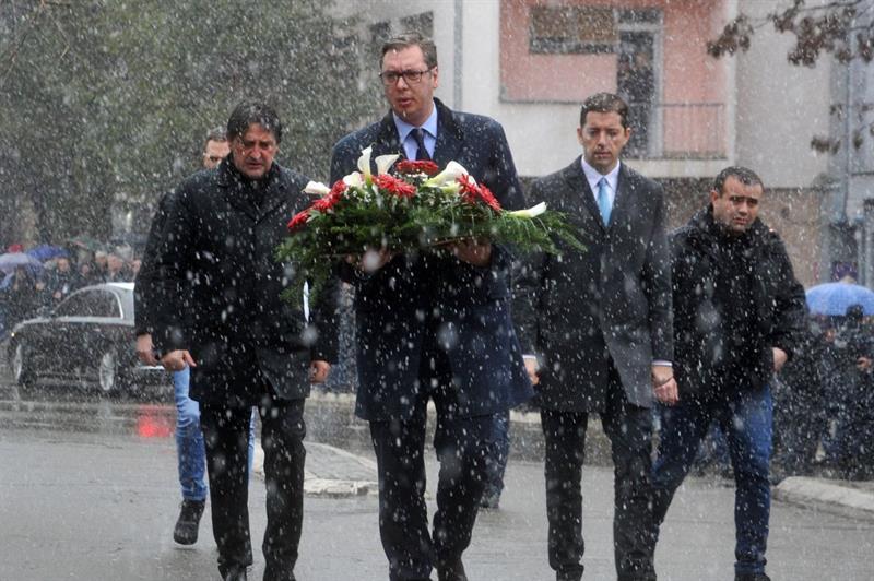 Predsednik Srbije Aleksandar Vucic polozio je venac na mesto na kom je ubijen Oliver Ivanovic.