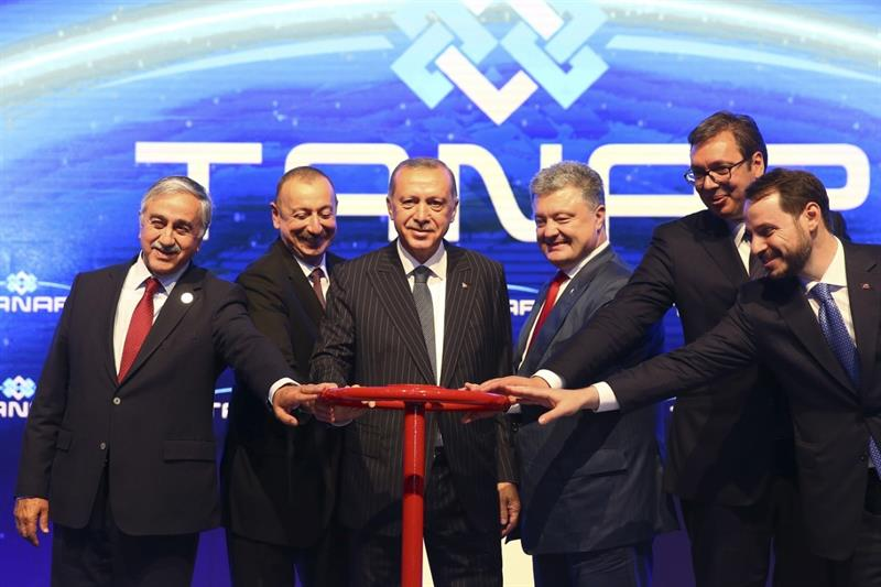 Predsednik Srbije Aleksandar Vucic sa predsednikom Turske Redzepom Erdoganom,predsednikom Azerbejdzana Ilhamom Alijevim i sefom ukrajinske drzave Petrom Porosenkom