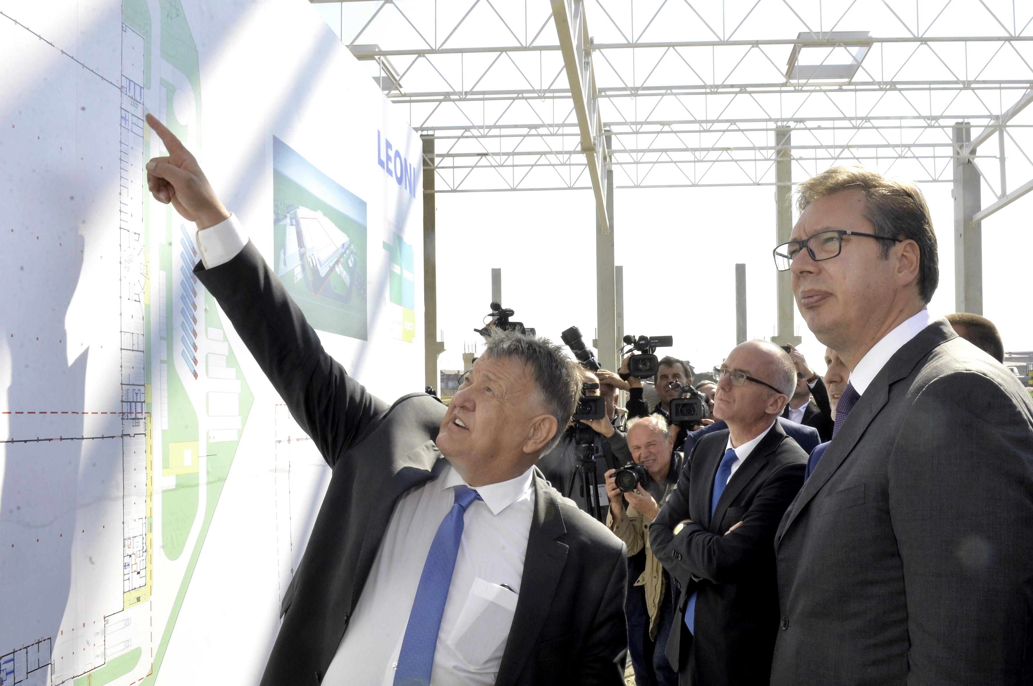 Председник Србије Александар Вучић у посети компаније Леони у Краљеву