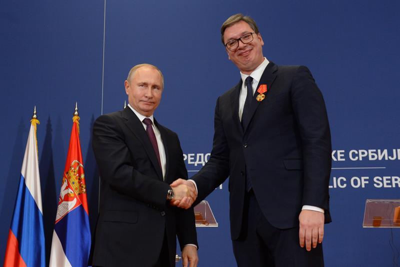 Ruski predsednik Vladimir Putin urucio je predsedniku Srbije Aleksandru Vucicu Orden Aleksandra Nevskog