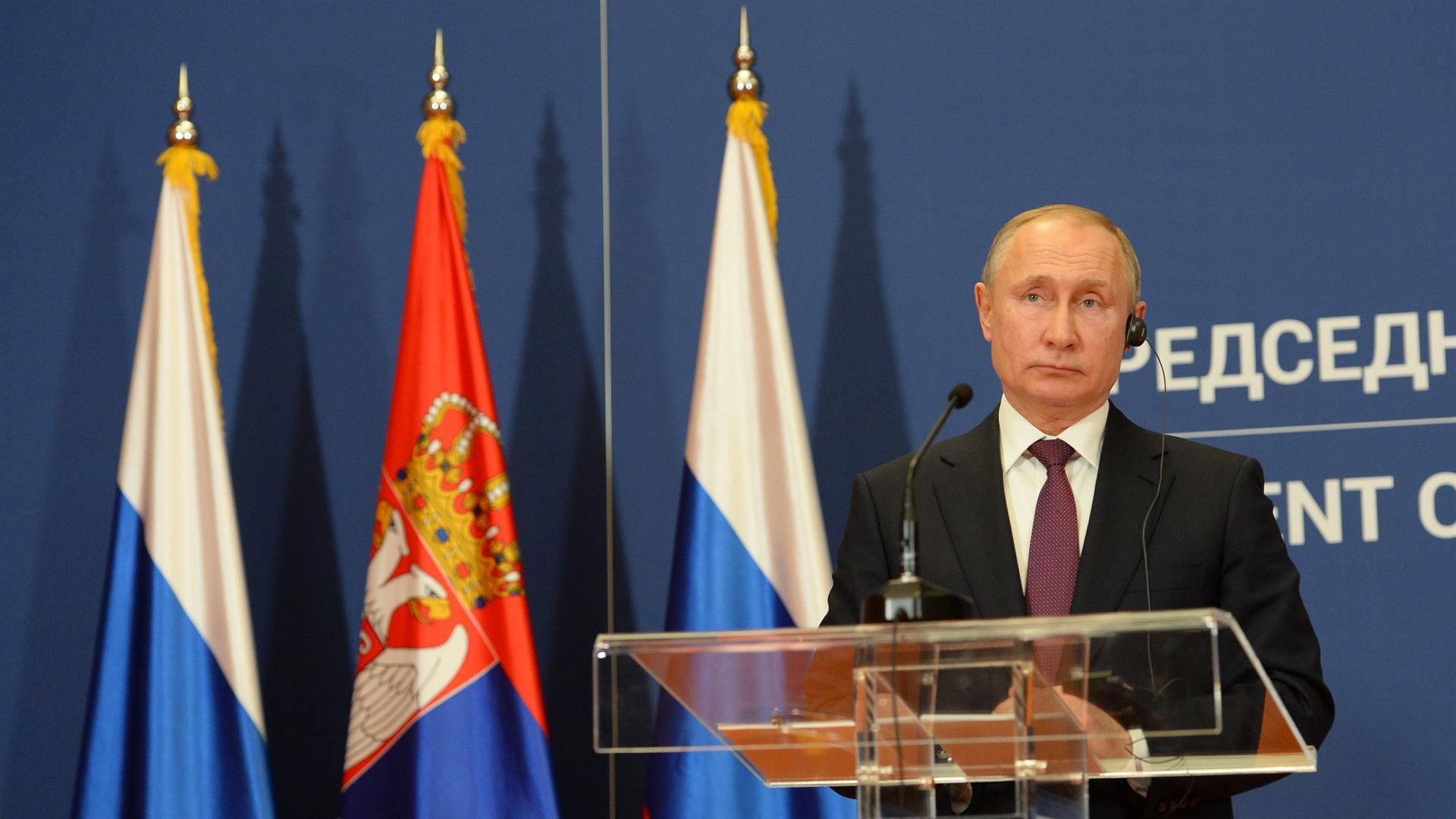 Predsednik Ruske Federije Vladimir Putin (na slici) govori na zajednickoj konfereniciji za medije sa predsednikom Srbije Aleksandrom Vucicem