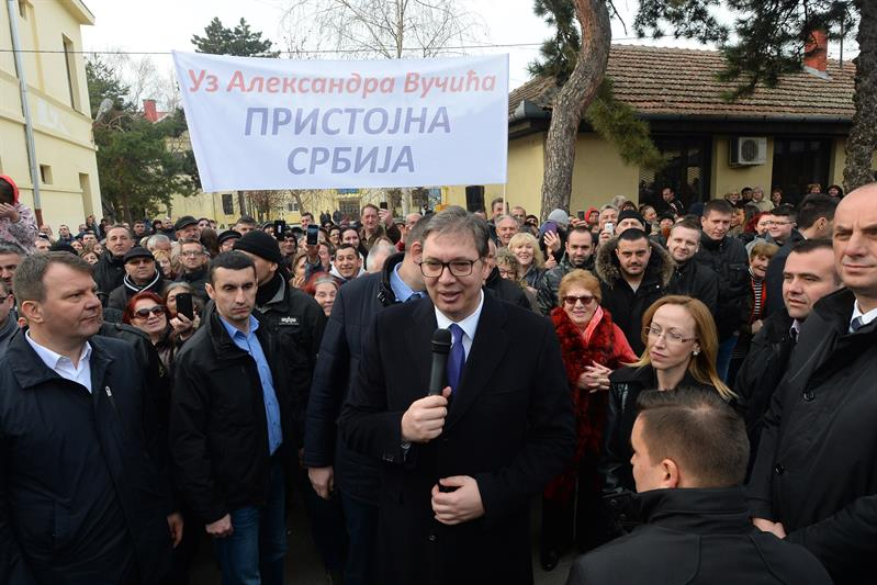 """U okviru kampanje """"Buducnost Srbije"""" predsednik Aleksandar Vucic obisao je skolski centar """"Nikola Tesla"""" u Vrscu."""