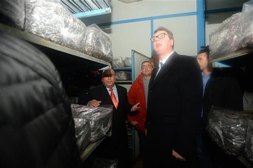 Председник Србије Александар Вучић у посети фабрици печурака у Ковину