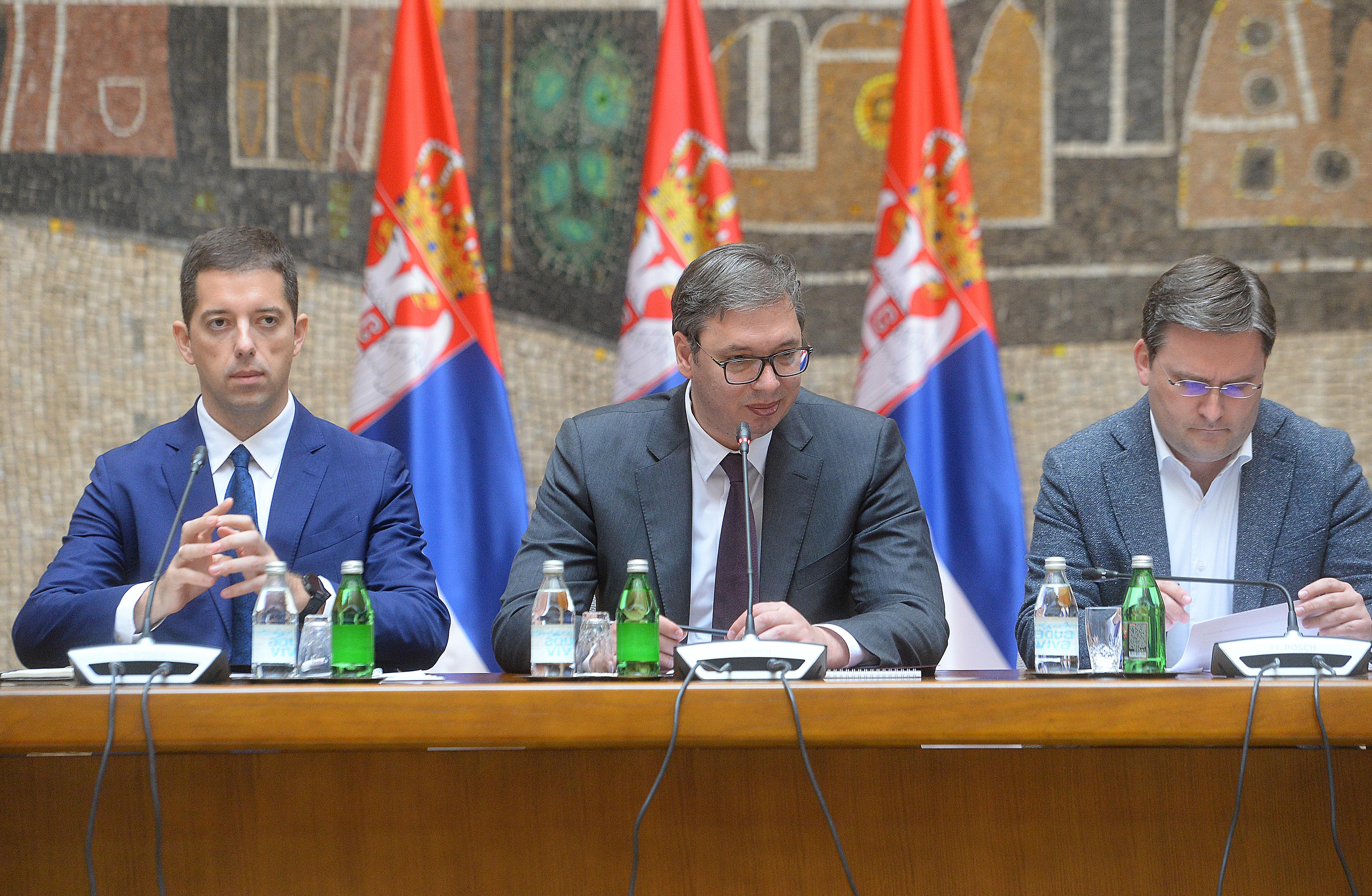 Predsednik Aleksandar Vucic sastao se danas sa politickim predstavnicima Srba i najznacajnijih institucija Srbije na Kosovu i Metohiji.