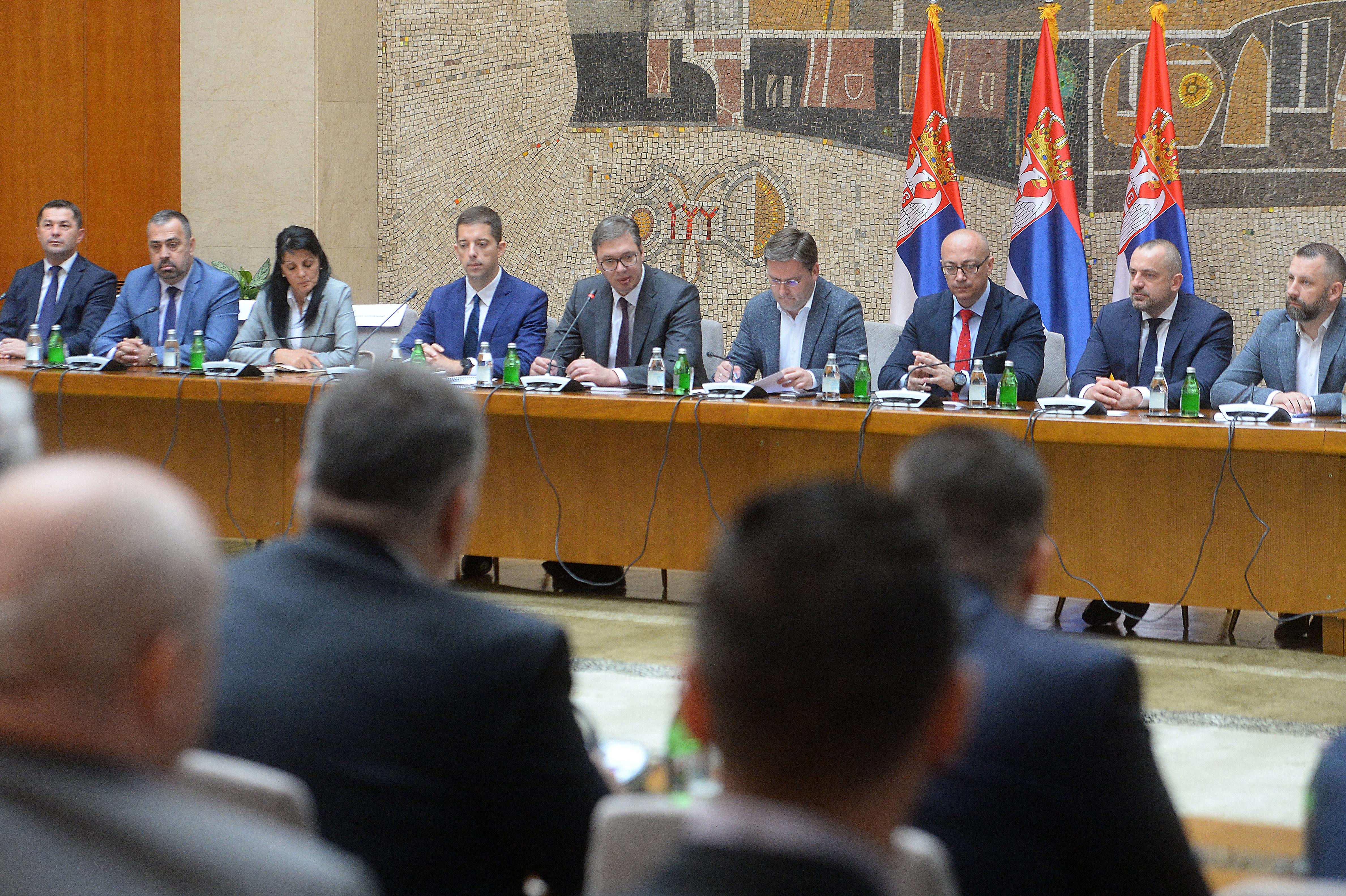 Predsednik Aleksandar Vucic sastao se danas sa politickim predstavnicima Srba i najznacajnijih institucija Srbije na Kosovu i Metohiji