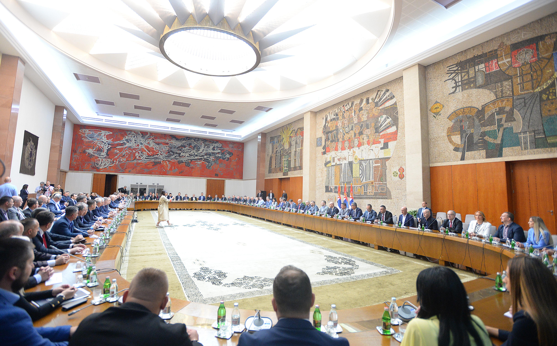 Predsednik Aleksandar Vucic sa politickim predstavnicima Srba i najznacajnijih institucija Srbije na Kosovu i Metohiји.