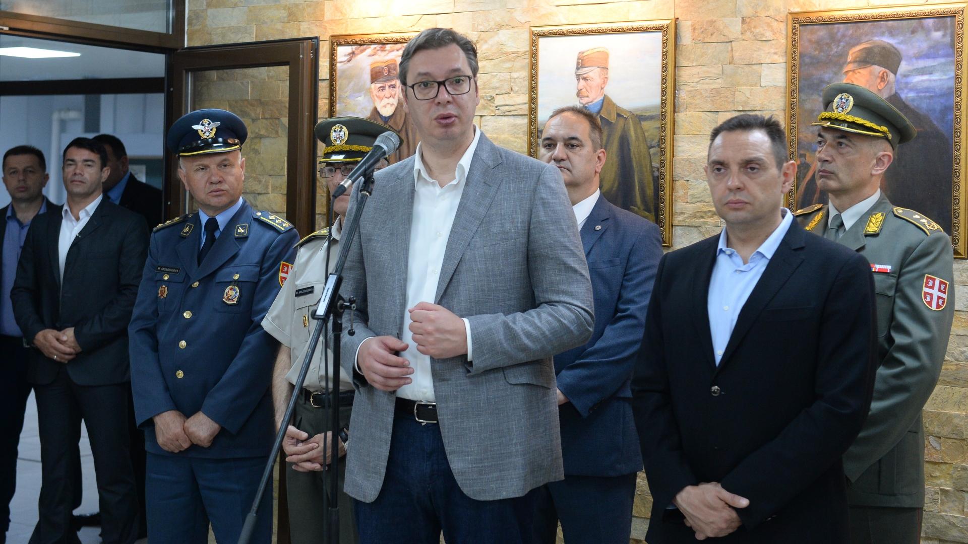 Predsednik Aleksadnar Vucic obisao je danas rekonstruisani internat Vojne gimnazijе.