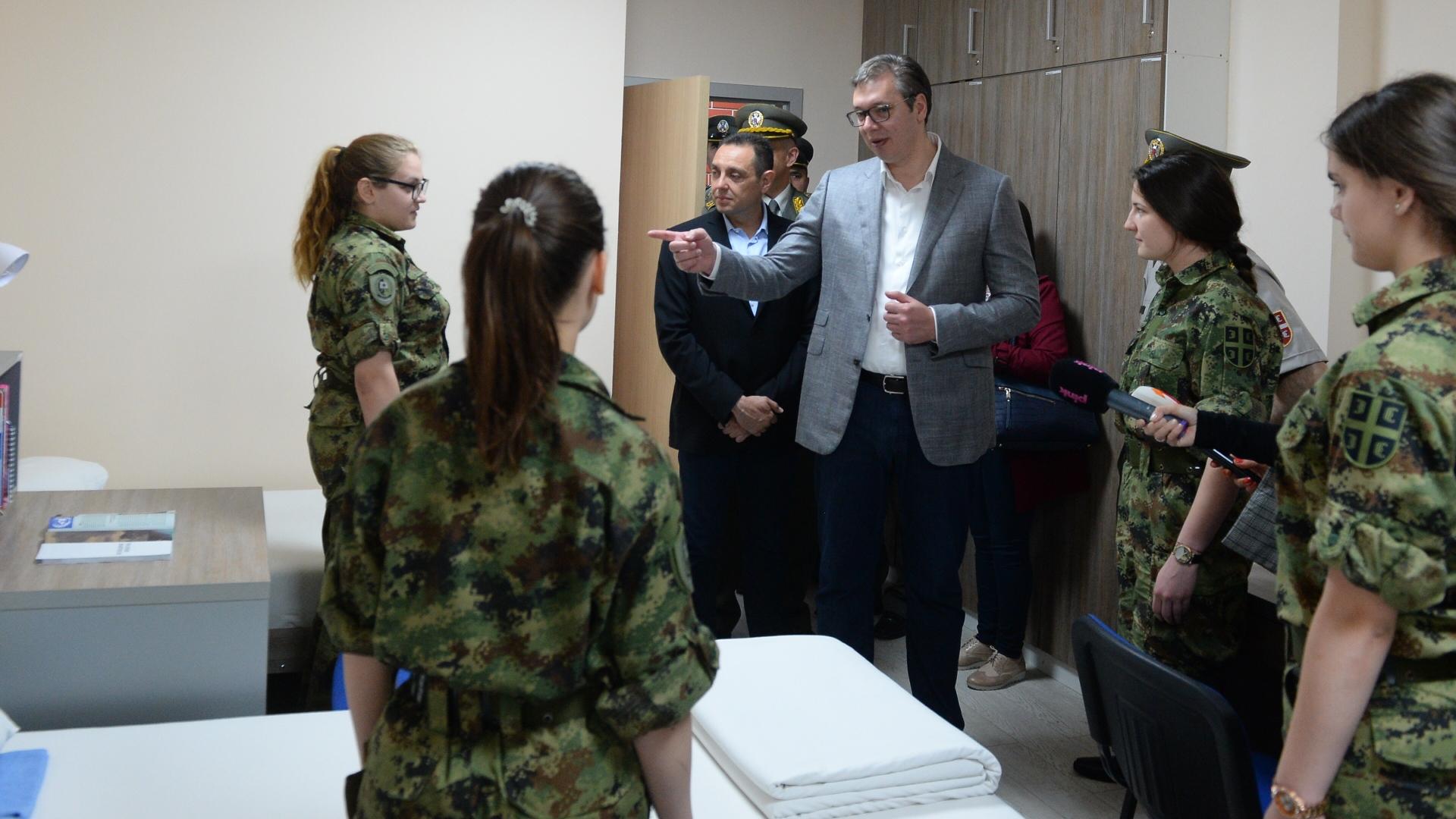 Predsednik Aleksadnar Vucic obisao je danas rekonstruisani internat Vojne gimnazije.