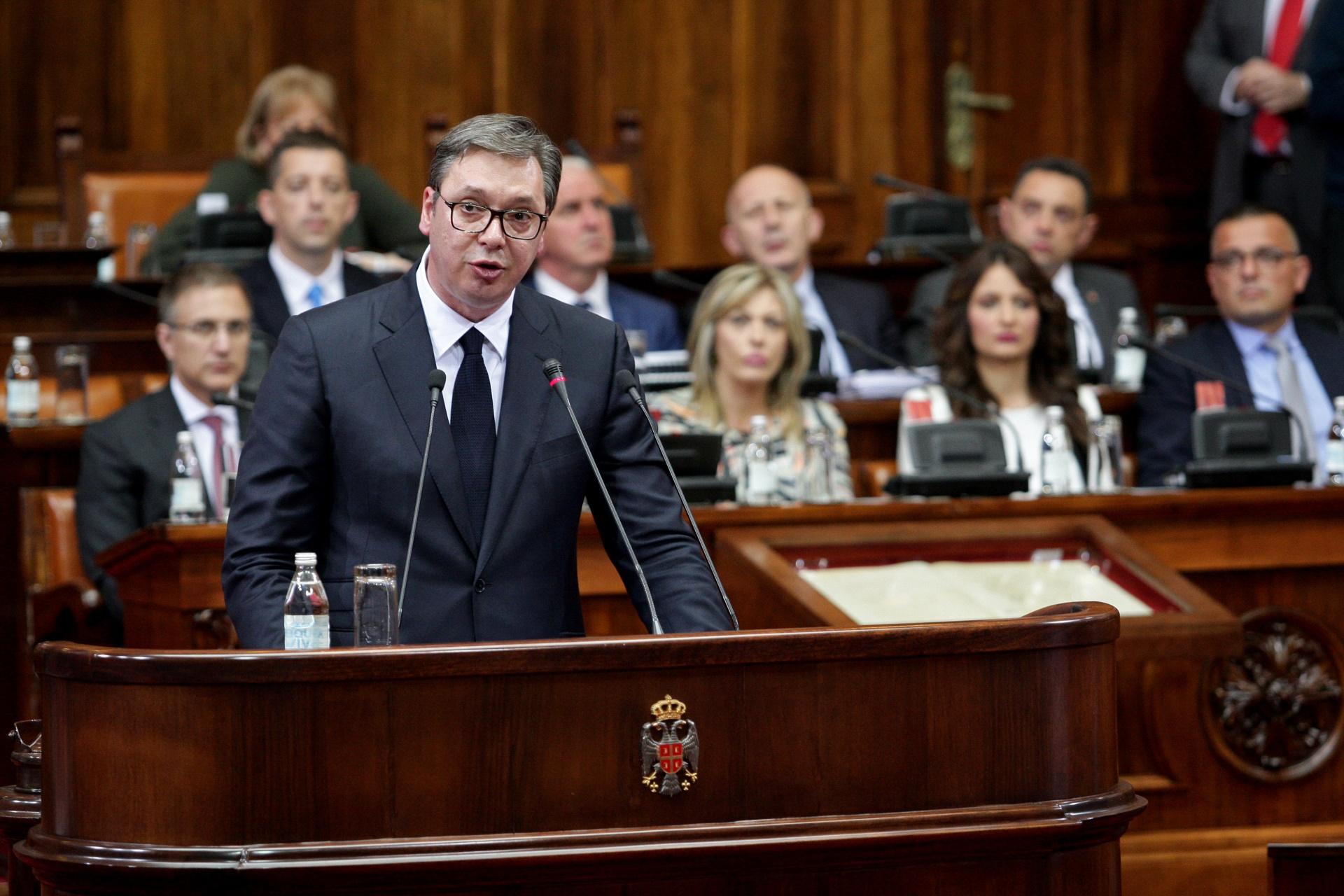 U Skupstini Srbije danas se odrzava posebna sednica na cijem dnevnom redu je izvestaj o Kosovu i Metohiji koji poslanicima predstavlja predsednik Srbije Aleksаndar Vucic
