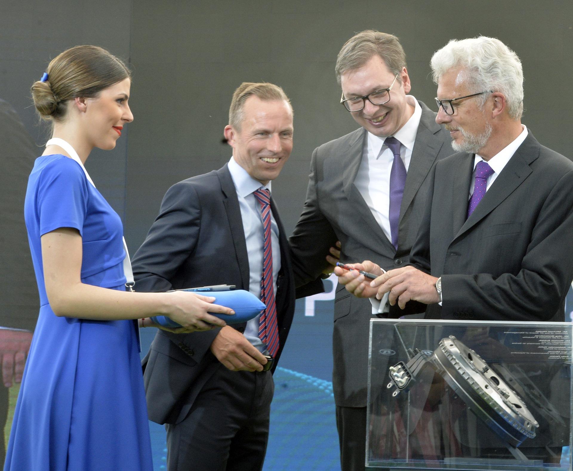 Nemacka kompanija ZF otvorila je danas fabriku autodelova u Pancevu, u prisustvu predsednika Srbije Aleksandra Vucica