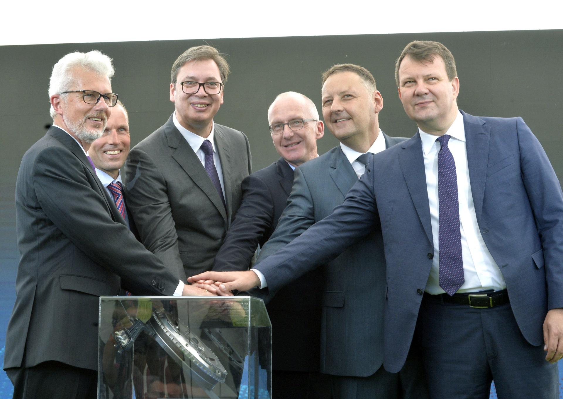 Nemacka kompanija ZF otvorila je danas fabriku autodelova u Pancevu, u prisustvu predsednika Srbije Aleksandra Vucica.