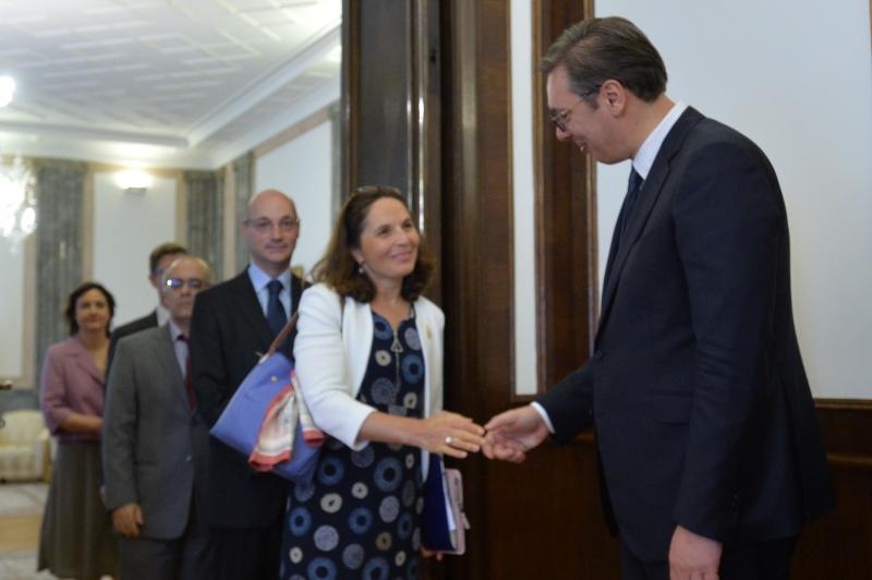Председник Србије Александар Вучић са представницима Француске.