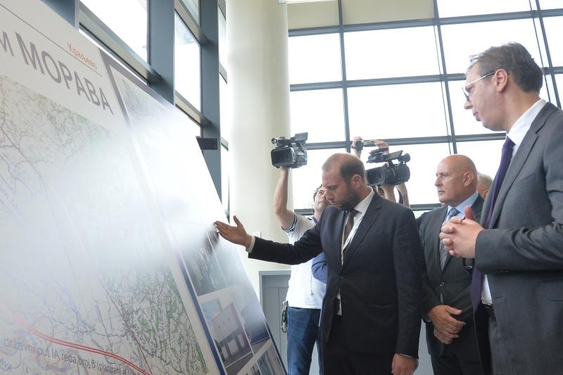 Председник Србије Александар Вучић сна отварању аеродрома Морава.