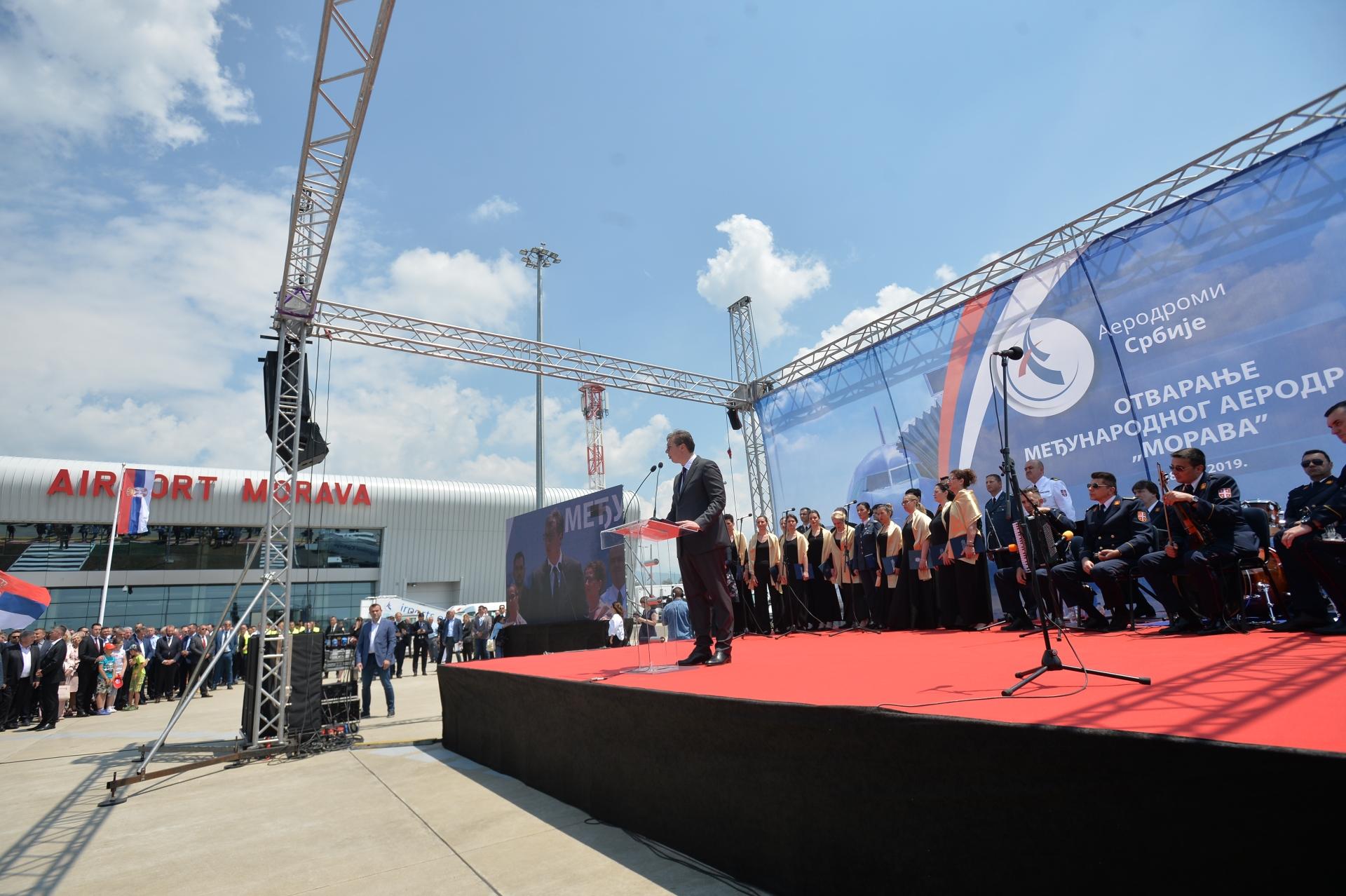 Председник Србије Александар Вучић на отварању аеродрома Морава.