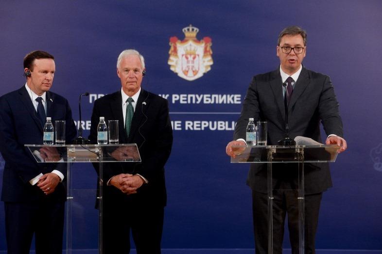 Председник Србије Александар Вучић са америчким сенаторима Роном Џонсоном и Kрисом Марфијем
