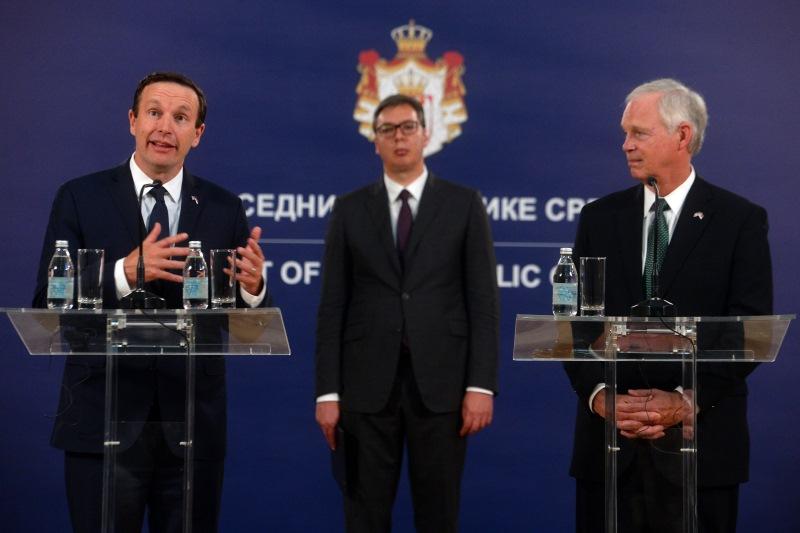 Председник Србије Александар Вучић са сенаторима Роном Џонсоном и Kрисом Марфијем