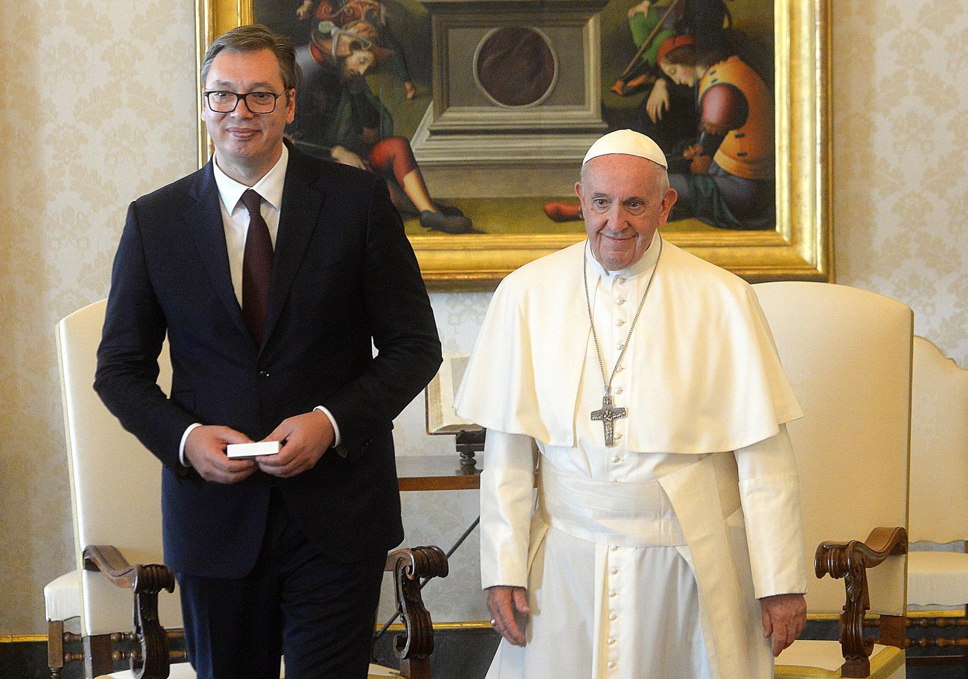 Председник Србије Александар Вучић са папом Франциском.