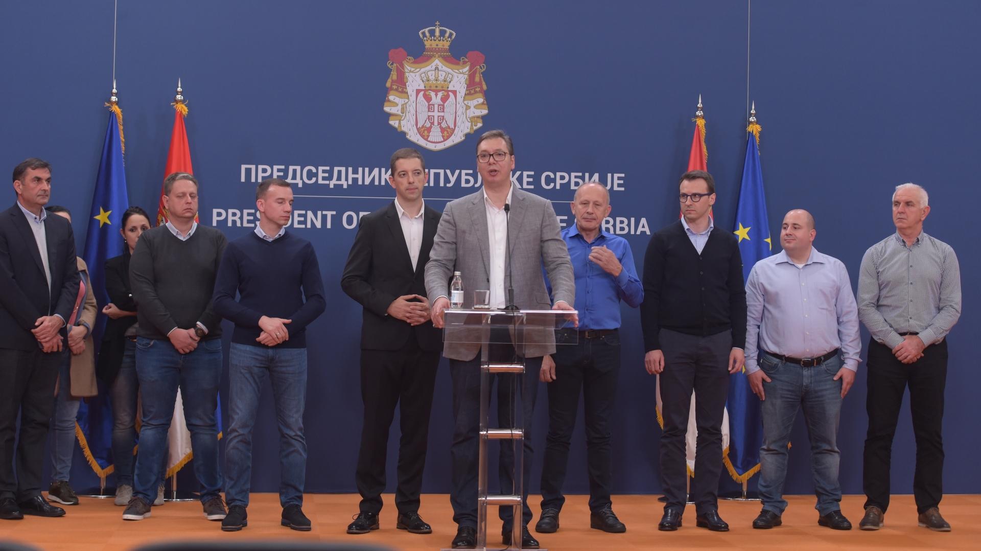 Predsednik Srbije Aleksandar Vucic, cestitao je Srpskoj listi uspeh na vanrednim izborima na KiM.