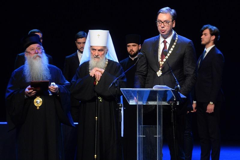 Predsednik Aleksandar Vucic rekao je veceras da ga Orden Svetog Save, kojim je odlikovan, obavezuje da radi jos vise i da se jos snaznije bori za Srbiju i njeno jedinstvo.
