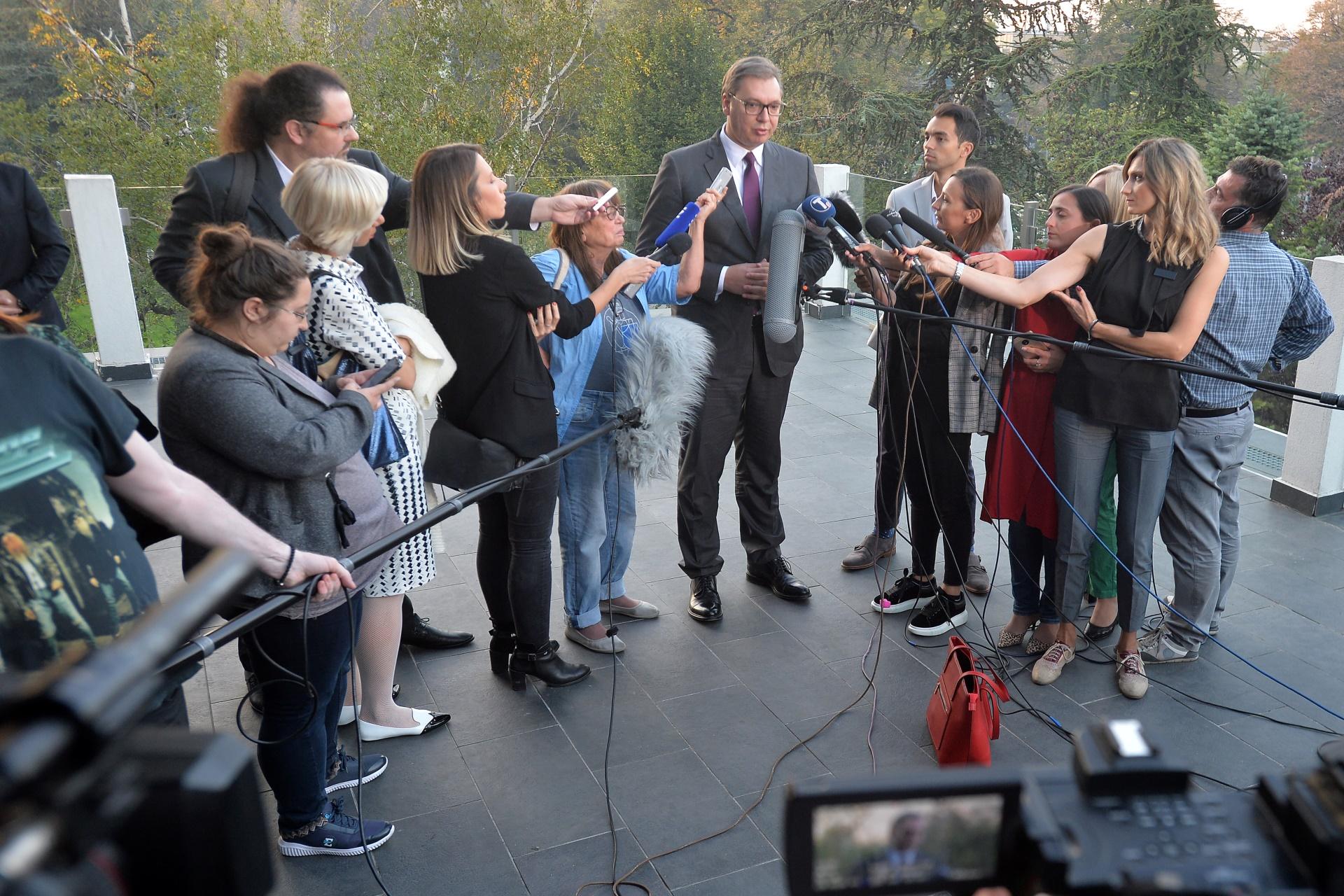 Predsednik Srbije Aleksandar Vucic daje izjave medijima na konferenciji EU i Srbija zajednicka sudbina