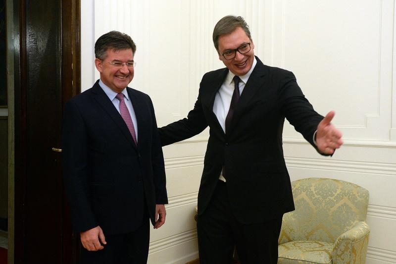 Председник Србије Александар Вучић са Мирославом Лајчаком.