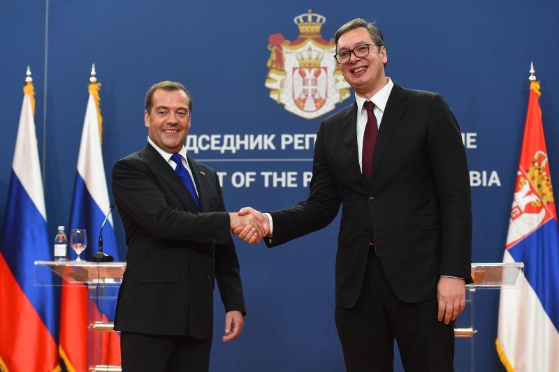 Vucic i Medvedev na konferenciji.