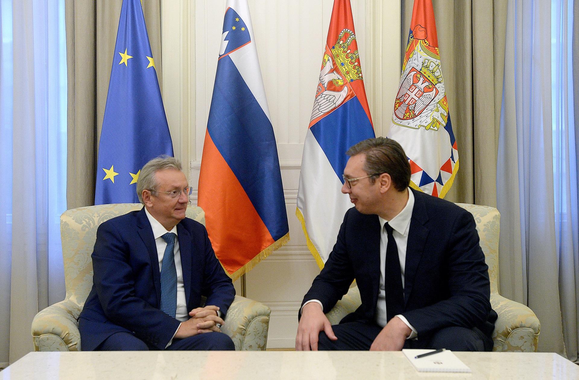 Vucic i ambasodor Slovenije Iztok Jarac