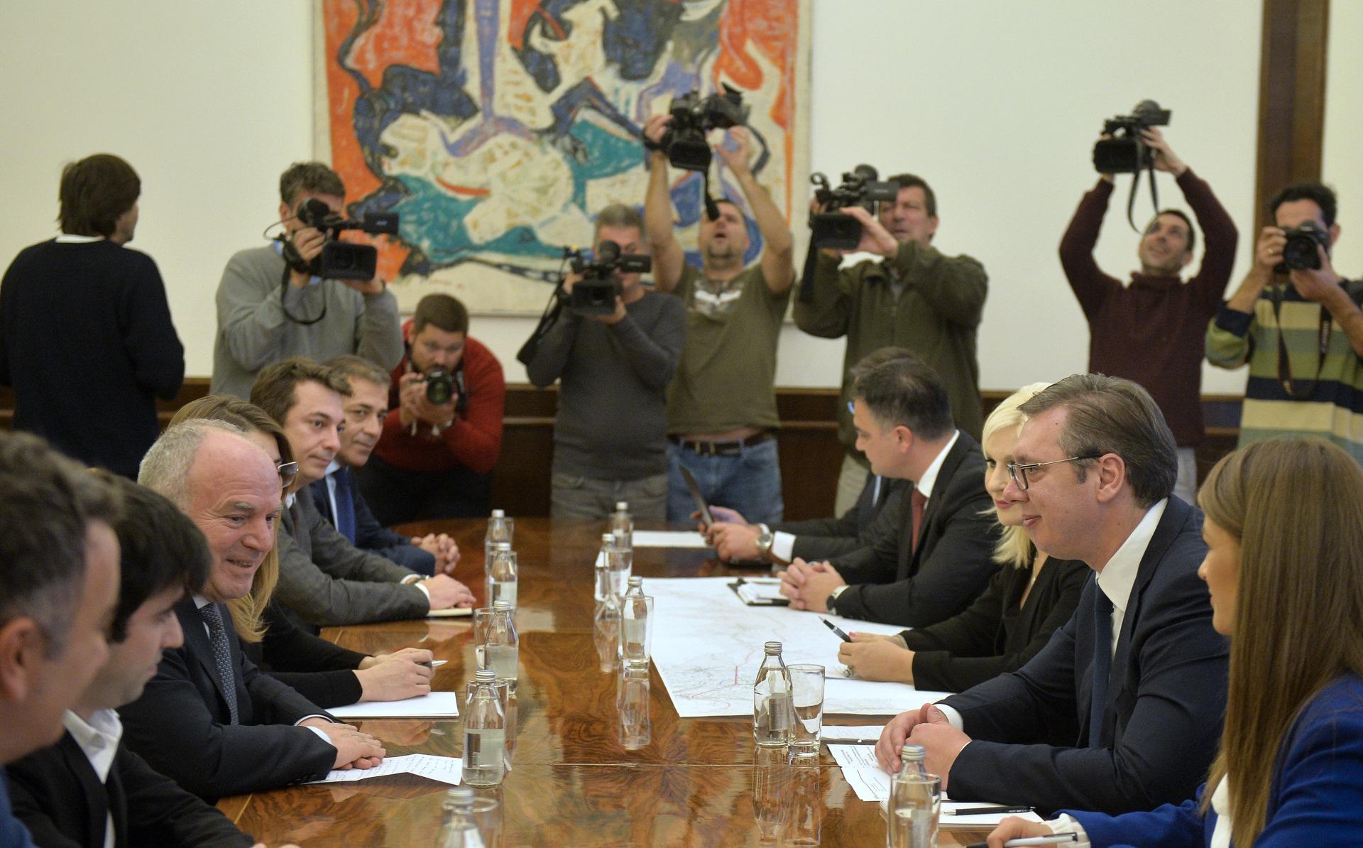 Potpisivanje ugovora za auto-put Ruma Sabac