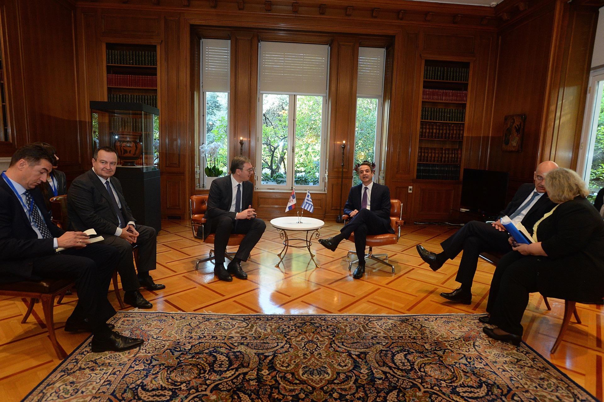 Predsednik Srbije Aleksandar Vucic sa grčkim premijerom Kirijakosom Micotakisom 1