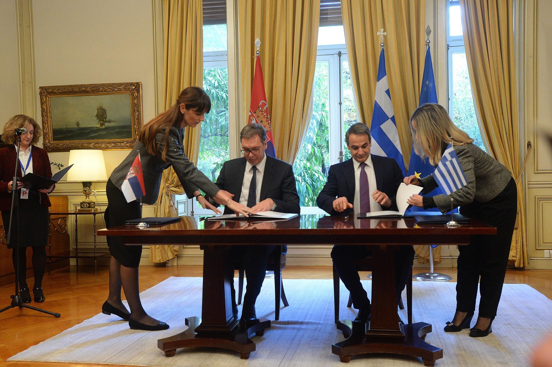 Predsednik Srbije Aleksandar Vucic sa grčkim premijerom Kirjakosom Micotakisom 2