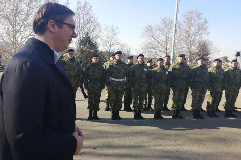 Predsednik Srbije Aleksandar Vucic iznenadio posetom vojnike na Topcideru