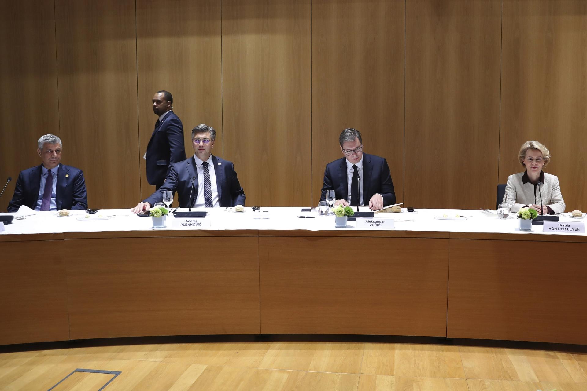 Predsednik Srbije Aleksandar Vucic na neformalnoj veceri u Briselu.
