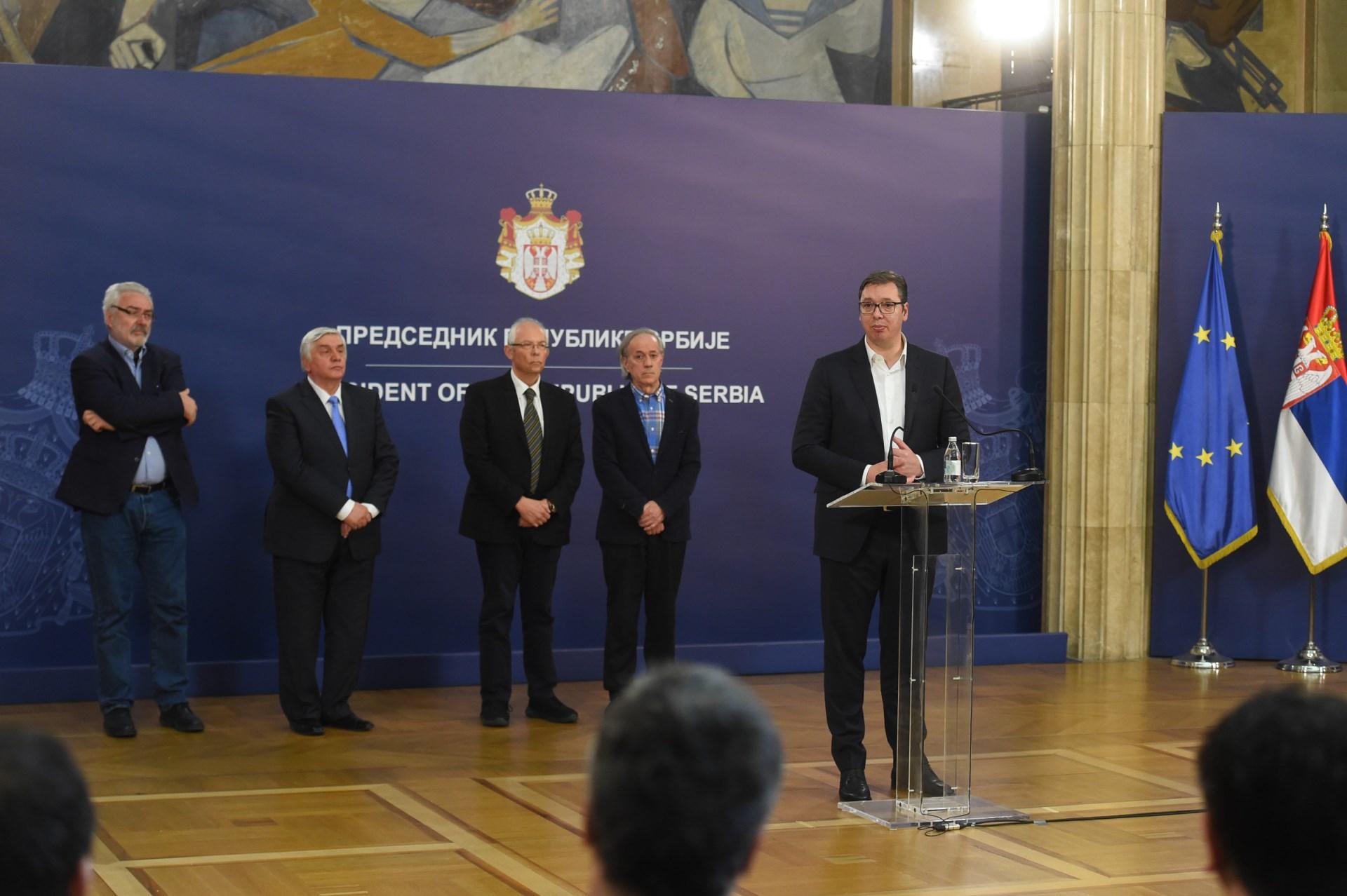 Србија Корона Вучић 0008