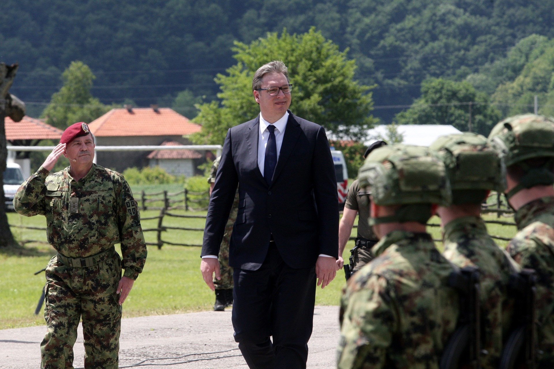 Predsednik Srbije Aleksandar Vucic zivite za te zastave, bicemo nesalomiv orah