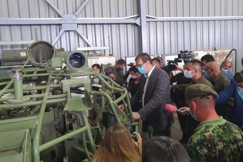 Predsednik Srbije Aleksandar Vucic svoji na svome, ulazemo najvise dosad u odbrambenu industriju