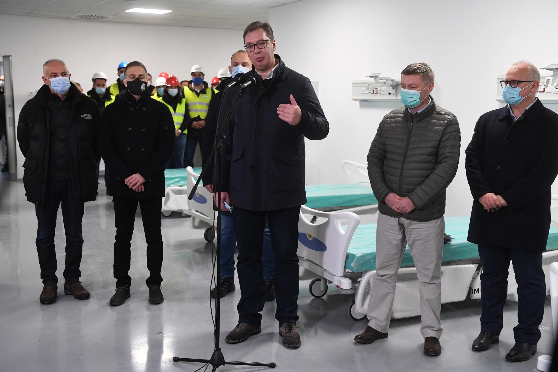 Председник Вучић обилази завршне радове на изградњи нове ковид болнице
