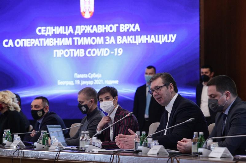 Председник Србије Александар Вучић на седници државног врха и Оперативног тима.