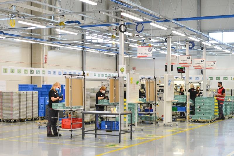 """Председник Александар Вучић изјавио је данас на отварању немачке фабрике """"Фишер аутомотив системс"""" у Јагодини, да је то велика ствар за тај град, али да је још лепша вест што је исти инвеститор најавио да би у Јагодини требало да отвори још једну фабрику."""