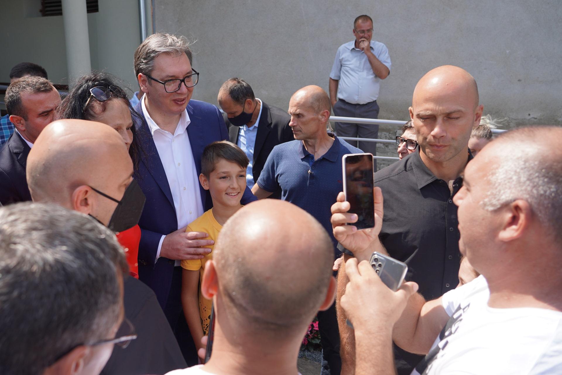"""Predsednik Srbije Aleksandar Vucic obisao vinariju """"Lastar"""" u Sekuricu"""