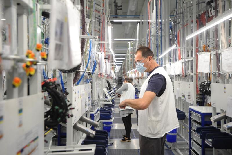 Председник Србије Александар Вучић изјавио је данас у Kраљеву, на отварању четврте фабрике Леонија у Србији, да ће ту до 2023. бити запослено 5.000 људи и затражио од те немачке компаније да запосле у тој фабрици ако могу до 6.000 људи и још повећају плате радницима и захвалио им на великим улагањима у Србији.